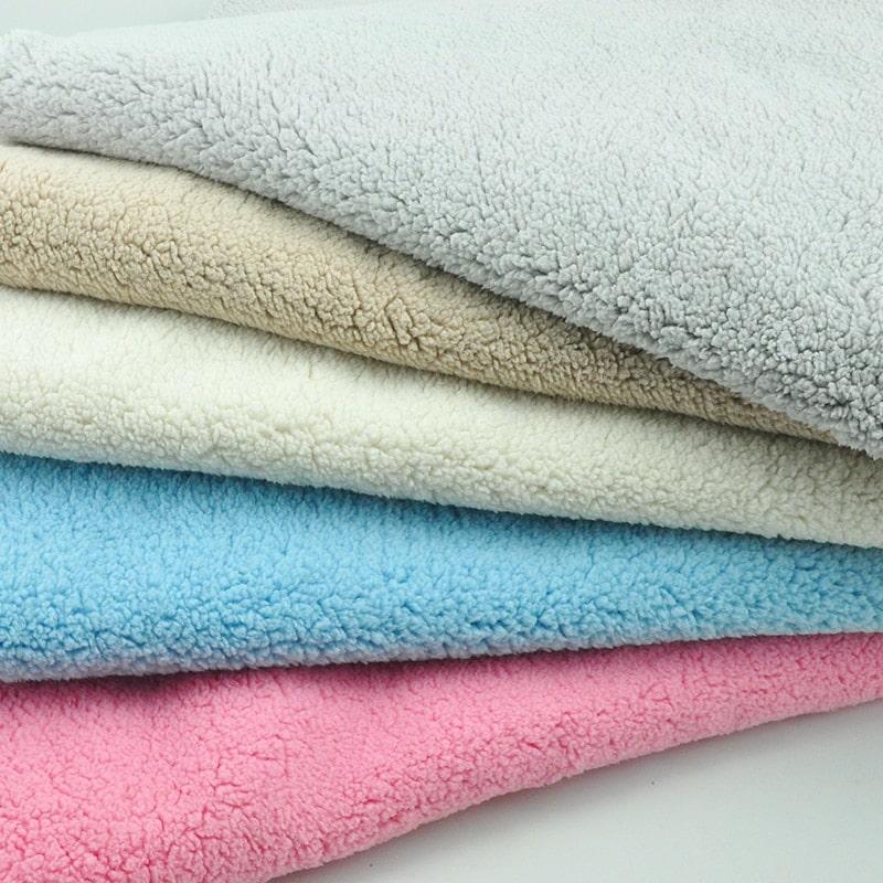Ткань плюш: мягкая и неповторимая. Достоинства, правила ухода и отзывы покупателей.